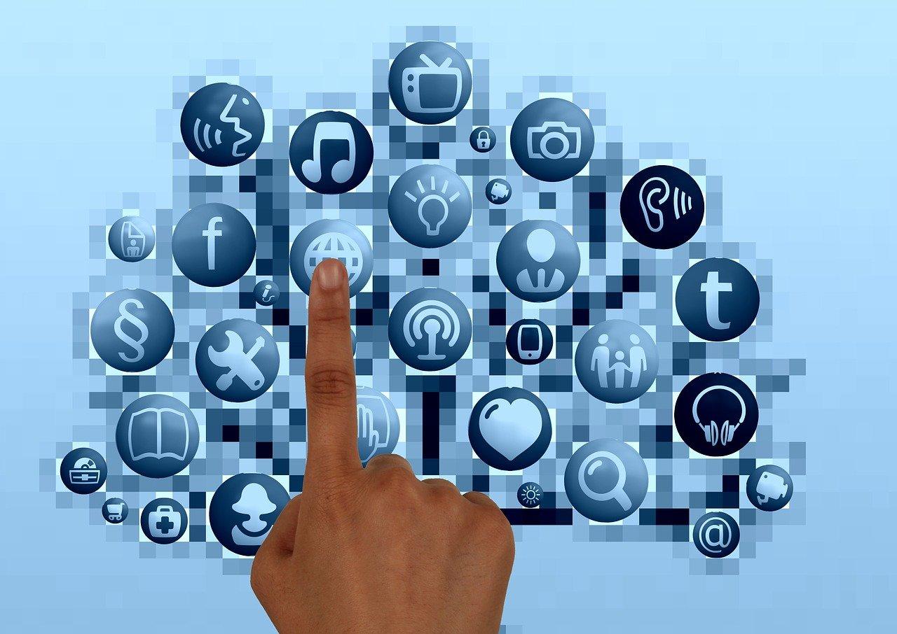 Le doigt sur internet